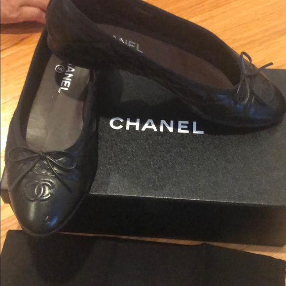 CHANEL Shoes - CHANEL quilted flats